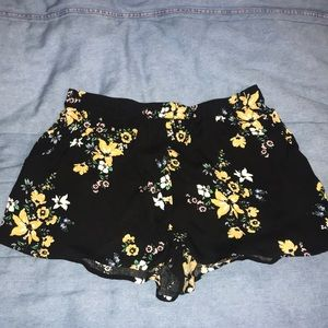 Floral patterned shorts with pockets!